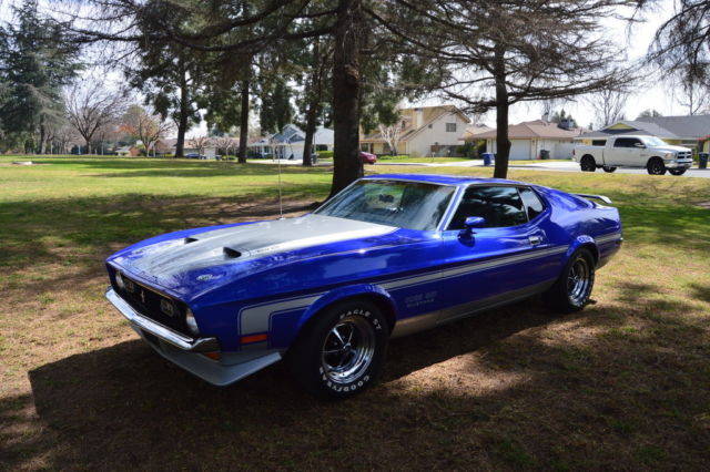 1971 Blue Ford Mustang boss Fastback with Black interior