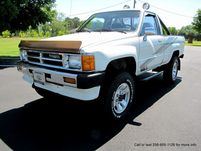 "1988 Toyota Pickup 4x4 "" ONE OWNER "" ORIGINAL PAINT ! 136K MILES !"
