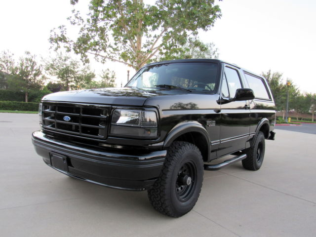 1993 Ford Bronco XLT BLACKOUT