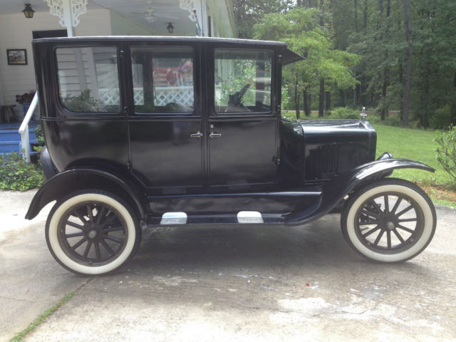 1925 Ford Model T four door