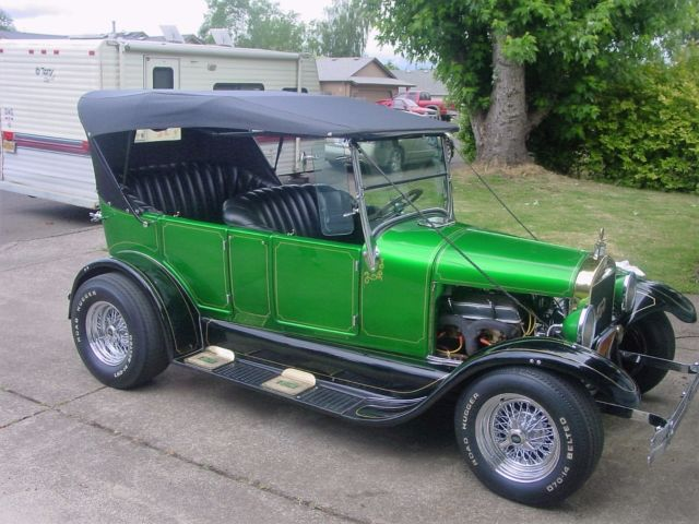 1927 Ford Model T 4 door touring
