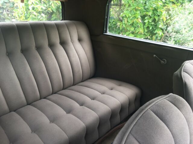 1931 Black/Blue Pontiac 2 Door Sedan with Brown interior