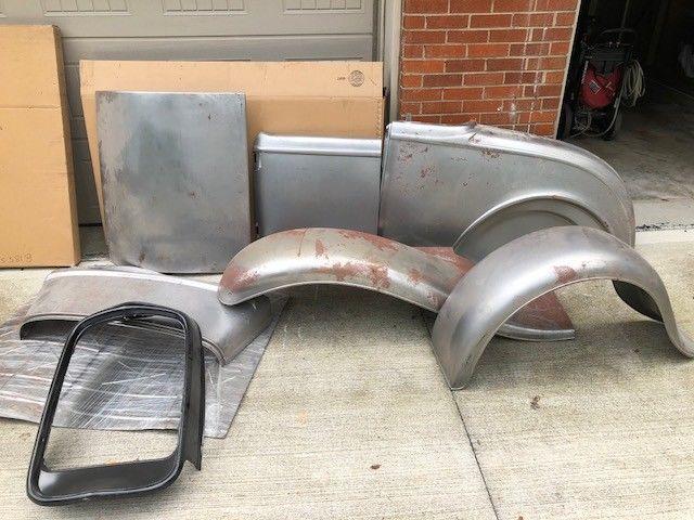 1932 Brookville Steel Roadster Body kit w/ Fender Package