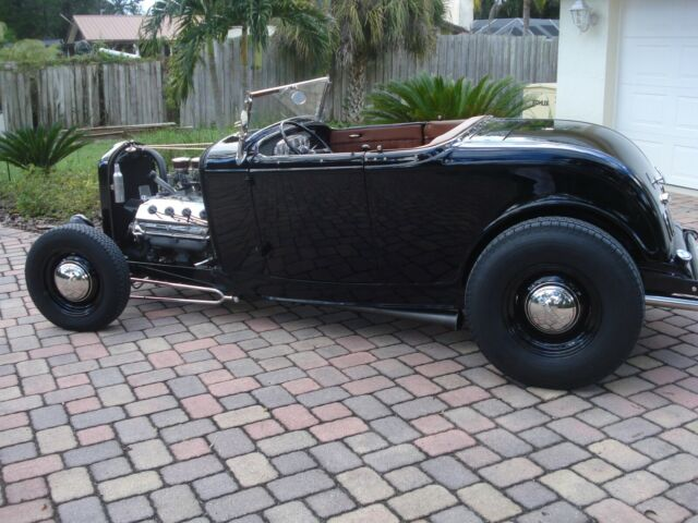 1932 Black Ford Roadster Roadster (steel) with dark tan interior