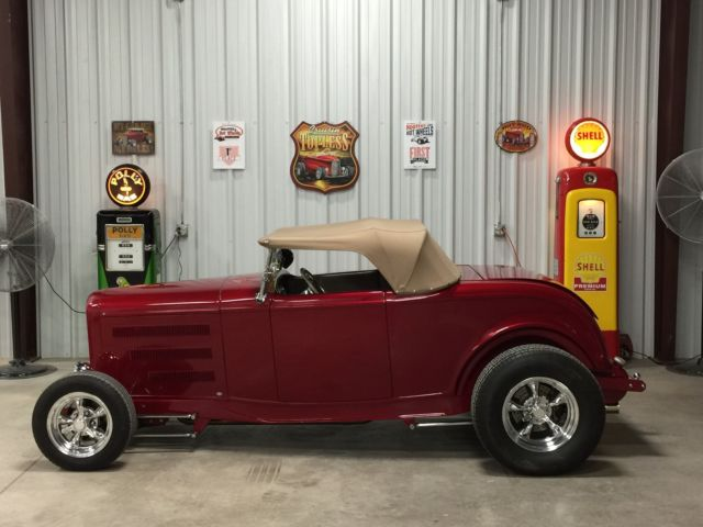 1932 Ford Hiboy roadster