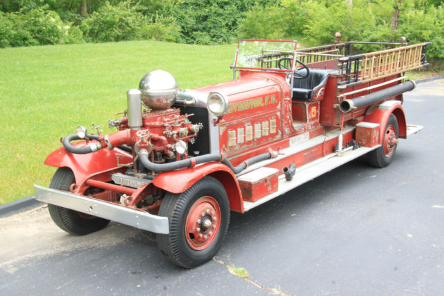 19330000 Other Makes CT4 Triple Pumper Firetruck