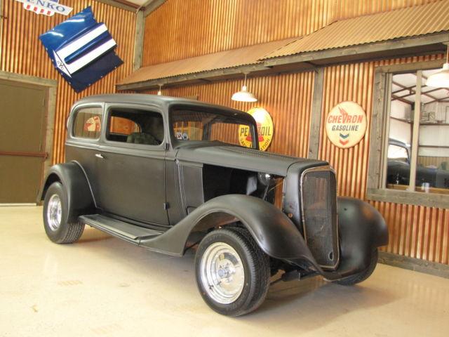 1934 CHEVY 2 DOOR SEDAN STEEL ROLLING BODY 70'S ERA BUILT