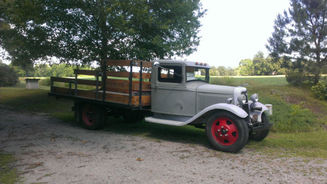 Ford Ton Flatbed Truck
