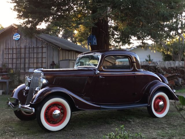 1934 Ford Three Window Coupe Deluxe