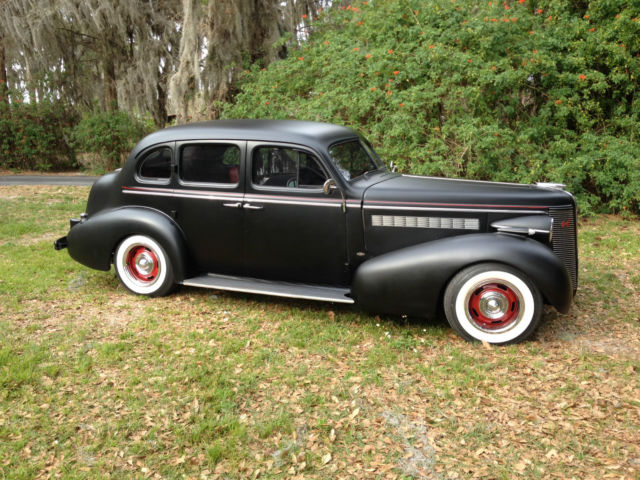 1937 Buick Special 41 Trunkback 4 door sedan
