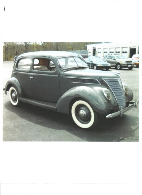 1937 Ford 2-Door Slantback