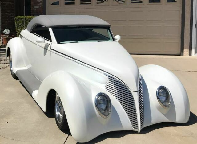 1939 Pearl White with gray graphics Ford Roadster Coupe Convertible Convertible with Gray interior
