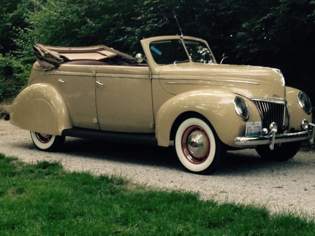1939 Ford Deluxe Sedan Convertible Deluxe