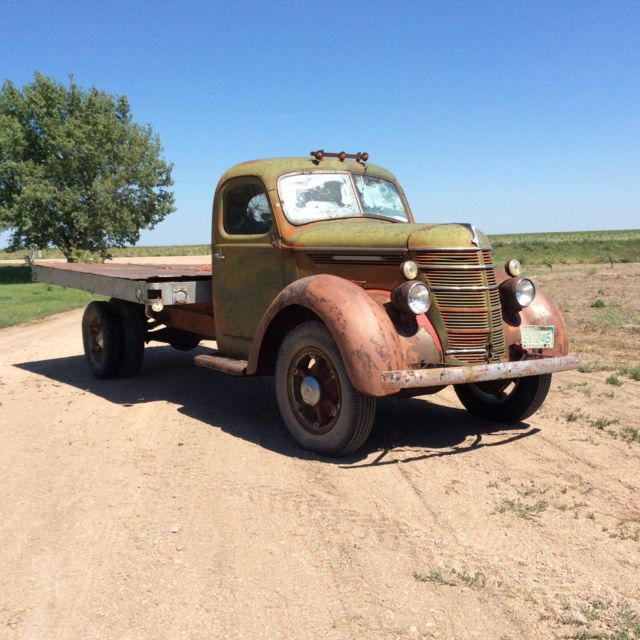 1939 International Harvester D 30 Flatbed