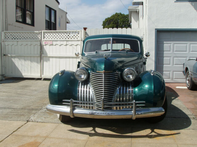 1940 Cadillac Fleetwood chrome