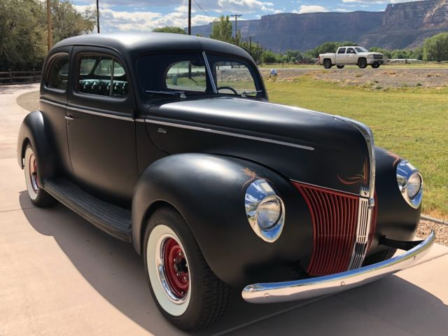 1940 Ford 40 FORD 2 DOOR