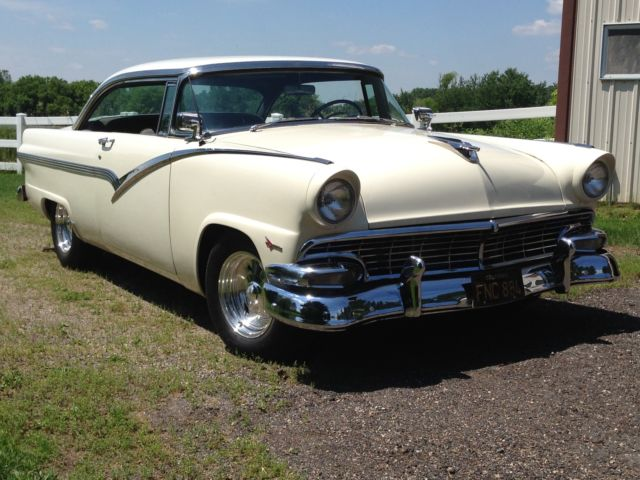 1956 Ford 2 Dr Hardtop