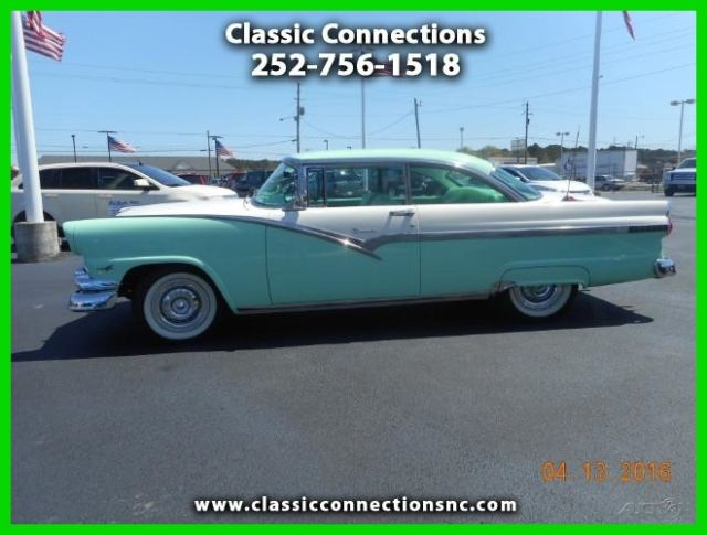 1956 Ford Fairlane DELUXE