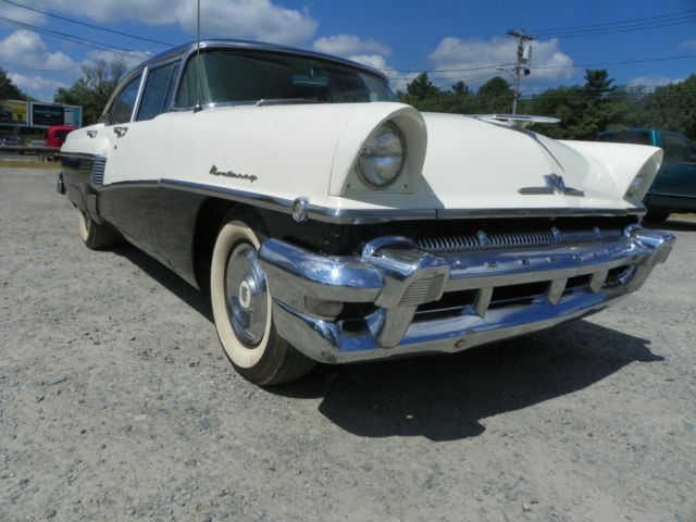 1956 Mercury Monterey sport sedan