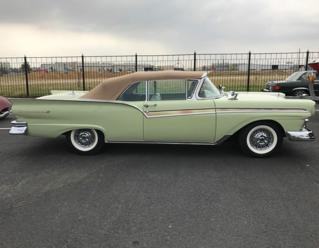 1957 Ford Fairlane 2 DOOR CONVERTIBLE