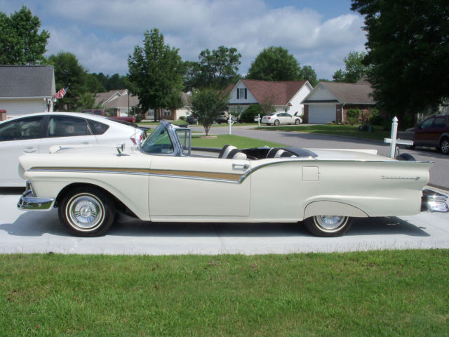 1957 Ford Fairlane SKYLINER