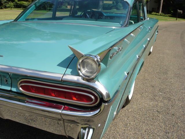 1959 Pontiac 2 door post Star Chief
