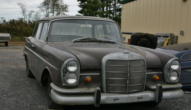 1960 Mercedes-Benz 200-Series 220S