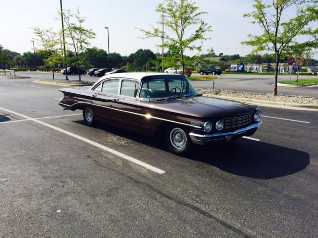 1960 Oldsmobile Eighty-Eight 4 door sedan