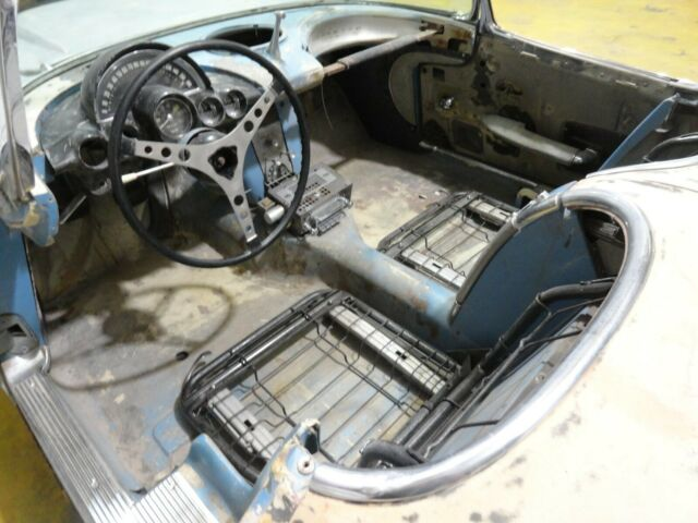 1961 Blue Chevrolet Corvette Convertible with Blue interior