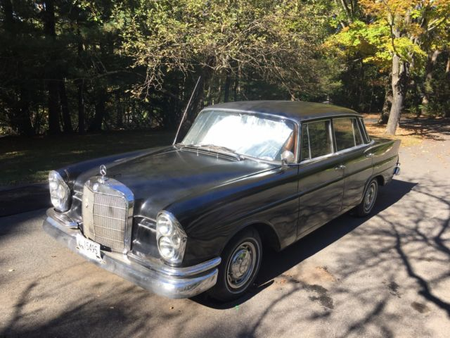 1961 Mercedes-Benz 200-Series