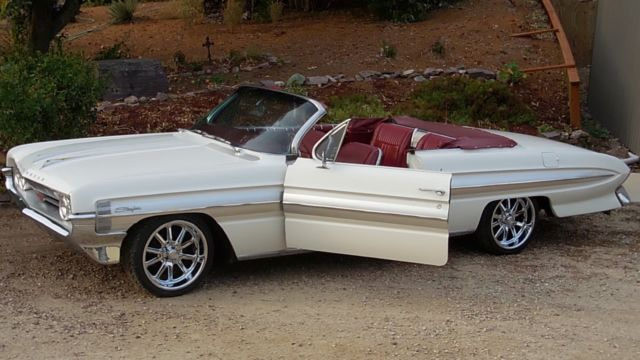 1961 Oldsmobile Starfire 2 door