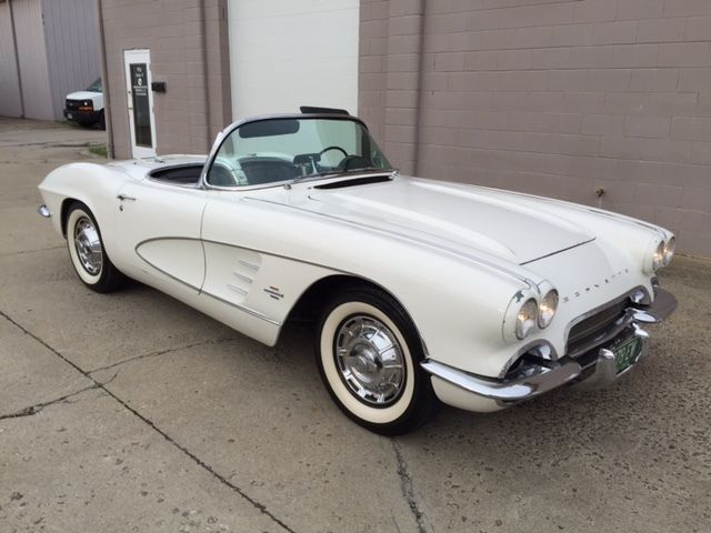 1961 Chevrolet Corvette ROADSTER V8, 4 SPEED BOTH TOPS