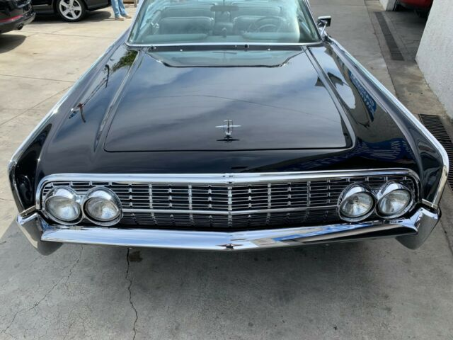 1962 blk Lincoln Continental Convertible with blk interior