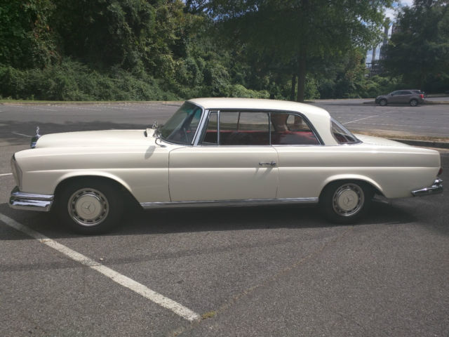 1963 Mercedes-Benz 200-Series 220SEB