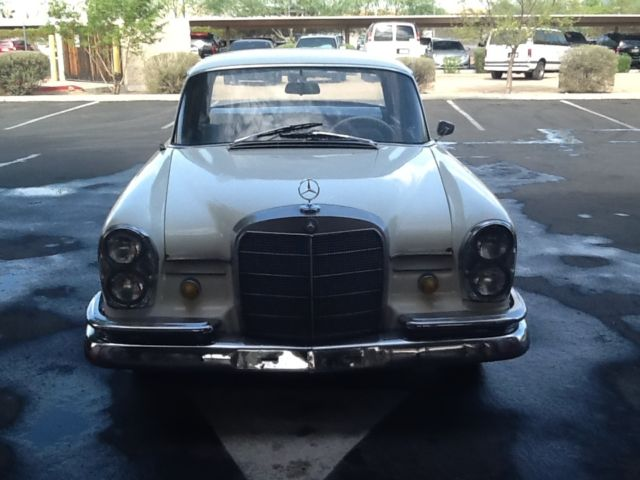 1964 Mercedes-Benz 200-Series