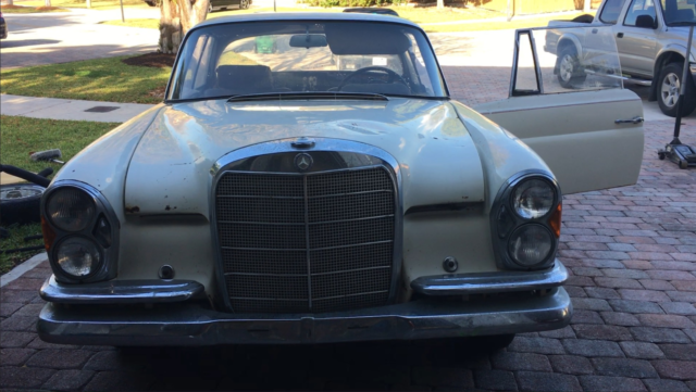 1964 Mercedes-Benz 200-Series Coupe