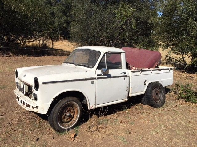 1964 Datsun Pickup 320 Delux, wide stainless trim