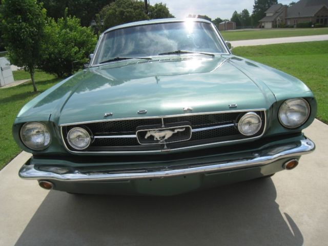1965 Ford Mustang V8 302 w/ Air Conditioning