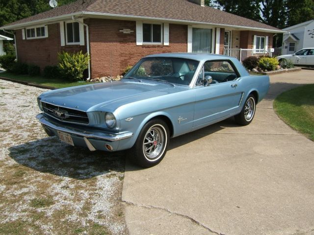 1965 Ford Mustang Coupe pony/luxury