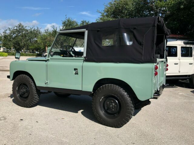 1965 Green Land Rover 88 Series 11 2door Jeep with Gray interior
