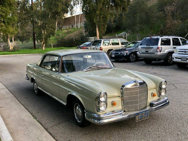 1965 Mercedes-Benz 200-Series SUNROOF