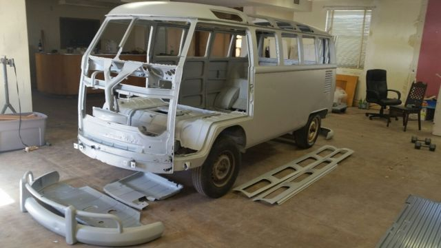 1965 Volkswagen Bus/Vanagon 21 window micro-bus