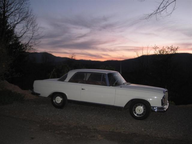 1966 Mercedes-Benz 200-Series 220se