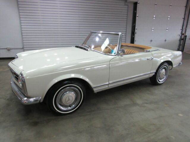 1966 Mercedes-Benz 200-Series --