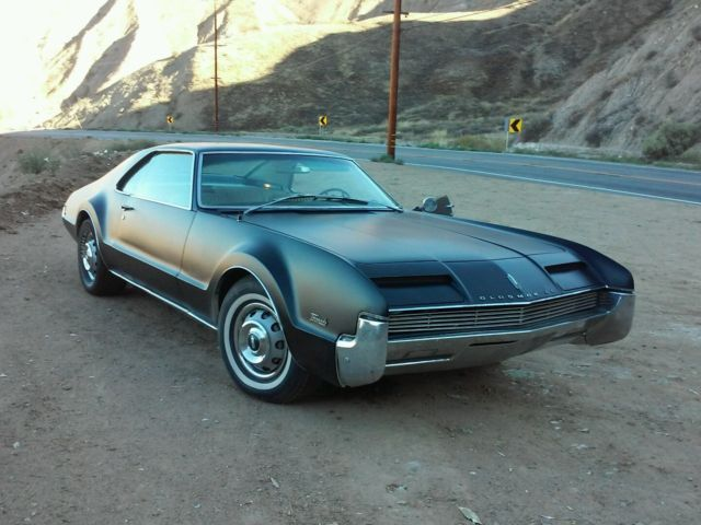 19660000 Oldsmobile Toronado Custom Sports Coupe Deluxe