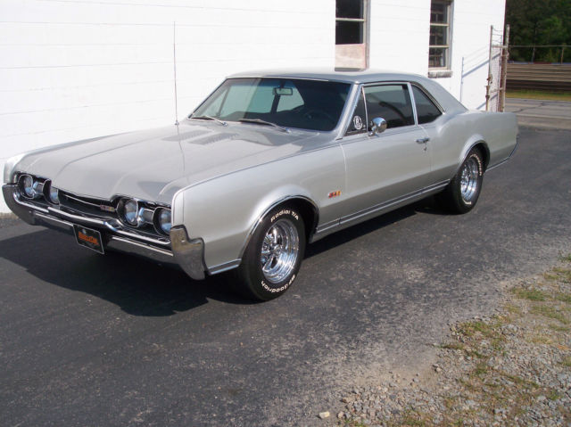 1967 Oldsmobile Cutlass 442 Hurst