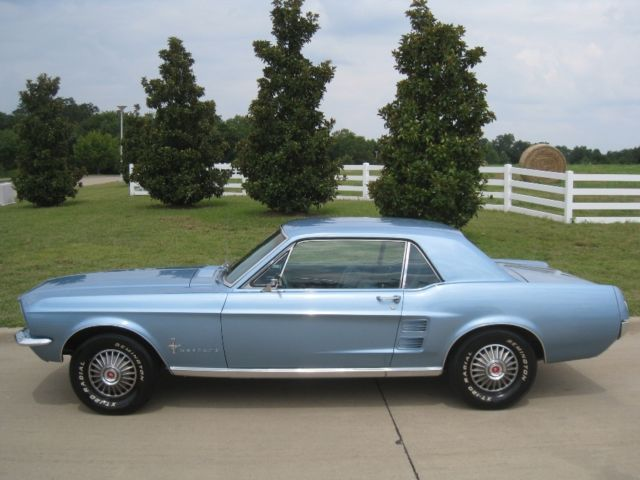 1967 Ford Mustang Coupe 289 V8 w/ Power Disc Brakes / Powersteering