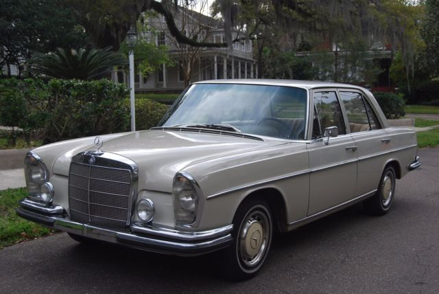 1967 Mercedes-Benz 200-Series W108 w. EURO 4-SPEED MANUAL and 90982 km!