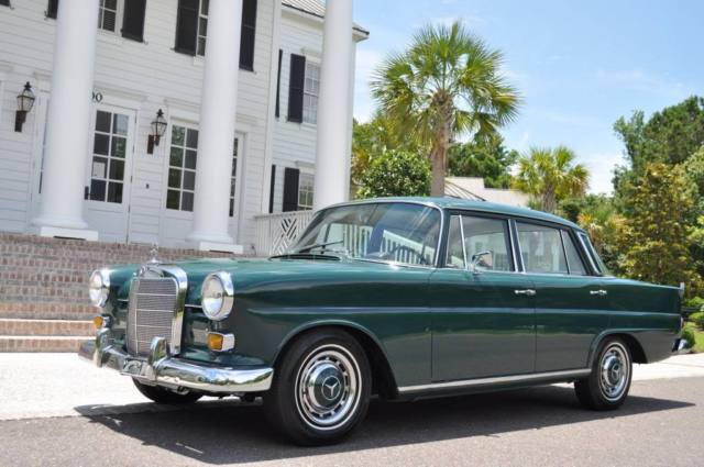 1967 Mercedes-Benz 200-Series 230