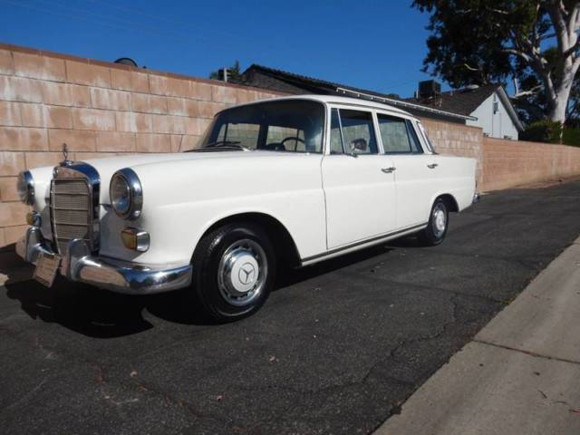 1967 Mercedes-Benz 200-Series 220D